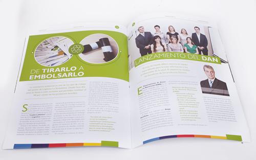 Las páginas interiores de la revista Danoticias para los empleados de Danone Lácteos.