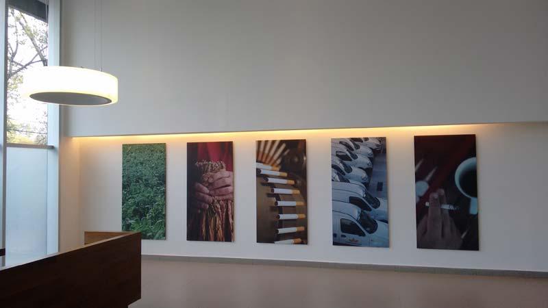 Una de las paredes donde se refleja el proceso productivo.